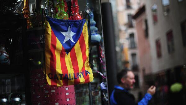 A bag with the estelada or pro independence flag is displayed in Barcelona - Sputnik Mundo