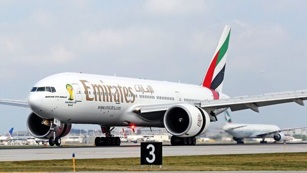 Avión de la compañía Emirates - Sputnik Mundo