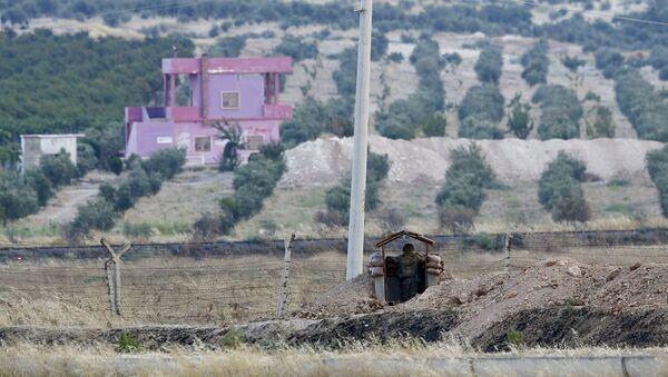 Soldado turco guarda la frontera con Siria - Sputnik Mundo