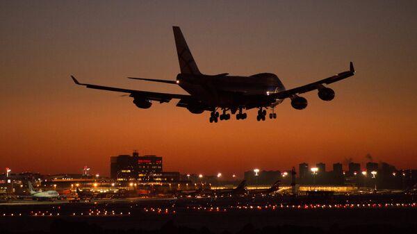 Aterrizaje de un avión en el aeropuerto de Sheremétievo de Moscú - Sputnik Mundo