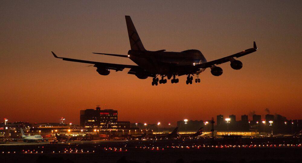 Aterrizaje de un avión en el aeropuerto de Sheremétievo de Moscú
