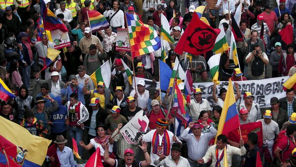 Protesters carry flags and banners while marching in Quito, Ecuador, August 12, 2015 - Sputnik Mundo