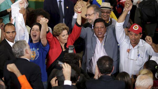 Dilma Rousseff, presidenta de Brasil, durante la reunión con representantes de movimientos sociales - Sputnik Mundo