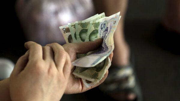 Billetes de yuan - Sputnik Mundo