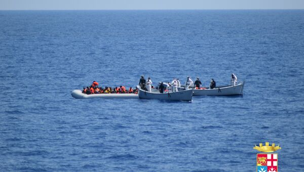 Al menos 40 inmigrantes mueren en naufragio en el Mediterráneo - Sputnik Mundo