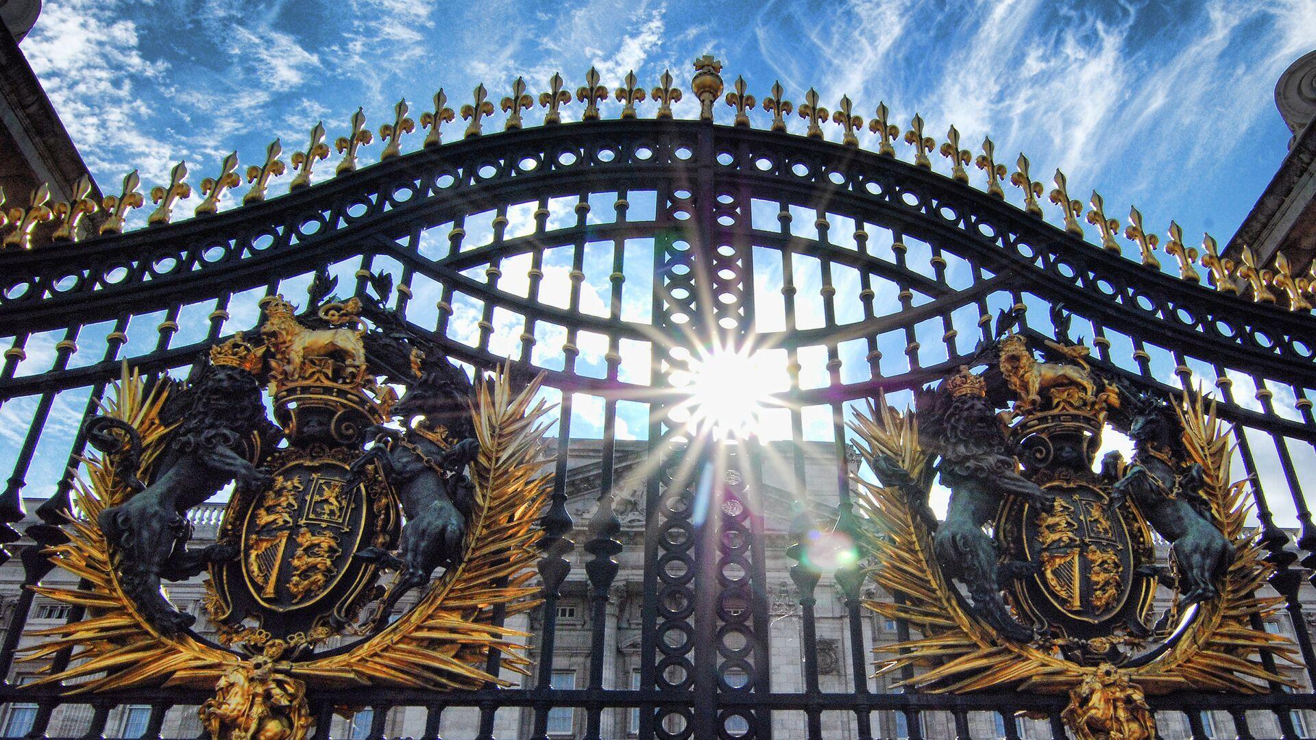 The Gates at Buckingham Palace - Sputnik Mundo, 1920, 10.04.2021