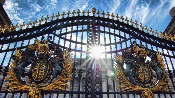 The Gates at Buckingham Palace - Sputnik Mundo