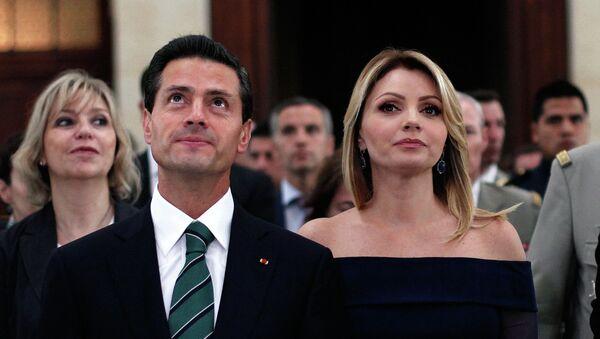 Enrique Peña con su esposa Angélica Rivera - Sputnik Mundo