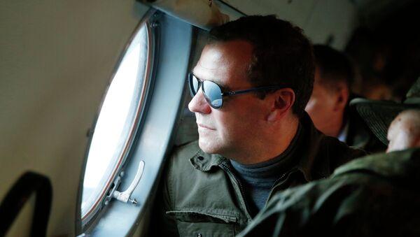 Dmitri Medvédev durante su visita a las islas Kuriles - Sputnik Mundo