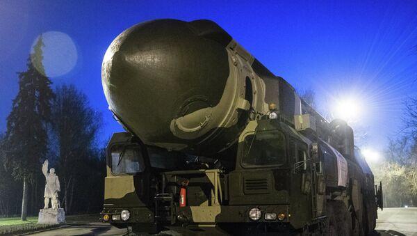 La lanzadera de misiles Tópol (Archivo) - Sputnik Mundo