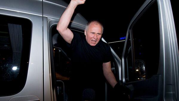 Nikolái Statkévich despues de la liberación, Minsk, el 22 de agosto, 2015 - Sputnik Mundo