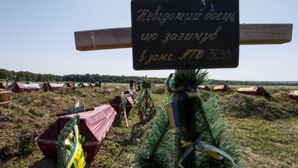 Fuñeral masivo de los soldados del ejército ucraniano, el 7 de agosto, 2015 - Sputnik Mundo