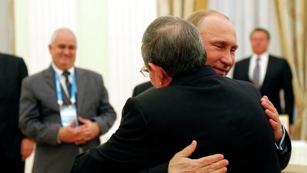 Vladímir Putin, presidente de Rusia, y Raul Castro, presidente de Cuba (archivo) - Sputnik Mundo