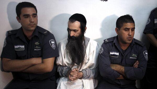 Yishai Schlissel (C) is escorted by security personnel at the Jerusalem Magistrates Court July 31, 2015. - Sputnik Mundo