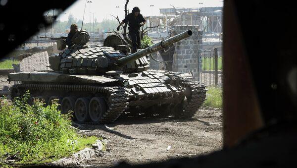 Tanques de milicianos de Donbás - Sputnik Mundo