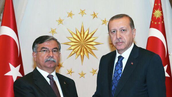 El presidente de Turquía, Recep Tayyip Erdogan, con el presidente del Parlamento turco, Ismet Yilmaz - Sputnik Mundo