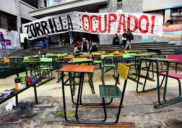 Huelga en Zorilla High School, Montevideo