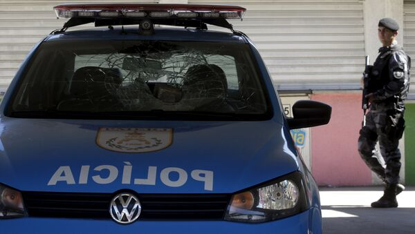 Un policía en Río de Janeiro - Sputnik Mundo