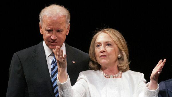 Vicepresidente de EEUU, Joe Biden, y candidata presidencial, Hillary Clinton (archivo) - Sputnik Mundo