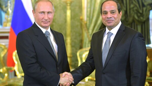 Vladímir Putin, presidente de Rusia, y Abdelfatah al Sisi, presidente de Egipto, durante una entrevista en Kremlin (archivo) - Sputnik Mundo