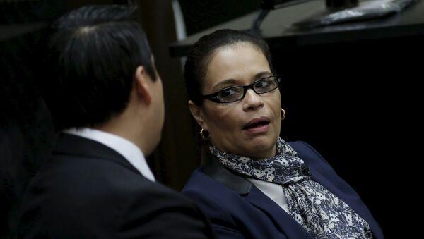 Ex vicepresidenta de Guatemala Roxana Baldetti con su abogado - Sputnik Mundo