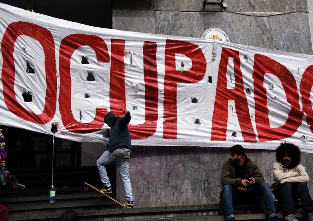 Se agudiza conflicto entre sindicatos de la educación y Gobierno de Uruguay América Latina