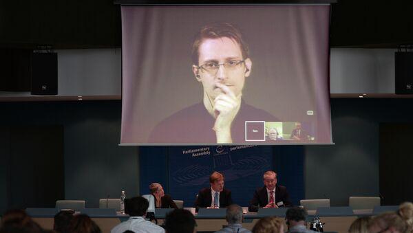Edward Snowden, exempleado de la NSA y de Agencia Central de Inteligencia (CIA) - Sputnik Mundo