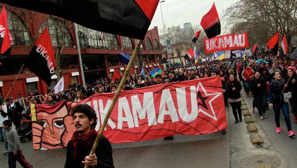 Estudiantes marchan contra la política de la educación universitaria en Santiago de Chile - Sputnik Mundo