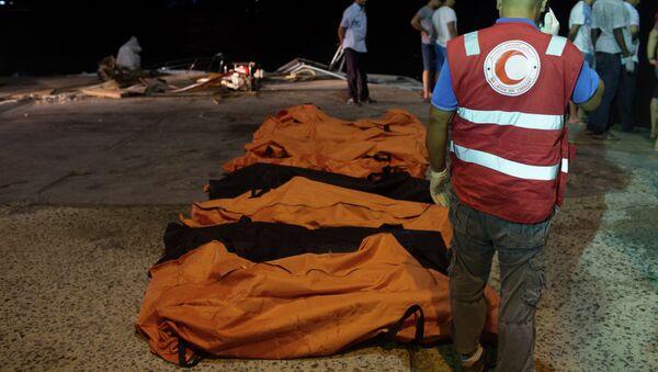 Los cuerpos de los refugiados ahogados cerca de la ciudad libia de Zuara - Sputnik Mundo