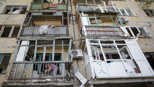 Un edificio destruido en Górlovka - Sputnik Mundo