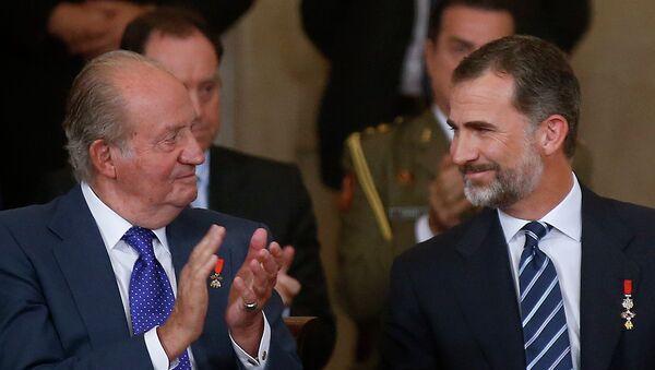 Rey Felipe con su padre, Juan Carlos - Sputnik Mundo