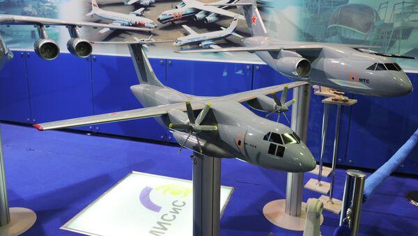 Макет оперативно-тактического военно-транспортного самолета ИЛ-112 - Sputnik Mundo