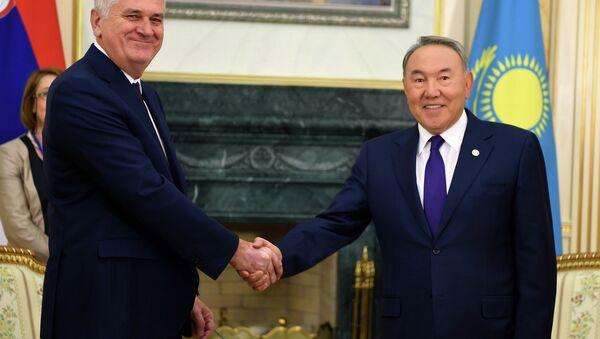 Presidente de Serbia, Tomislav Nikolic y presidente de Kazajistán, Nursultán Nazarbáev - Sputnik Mundo
