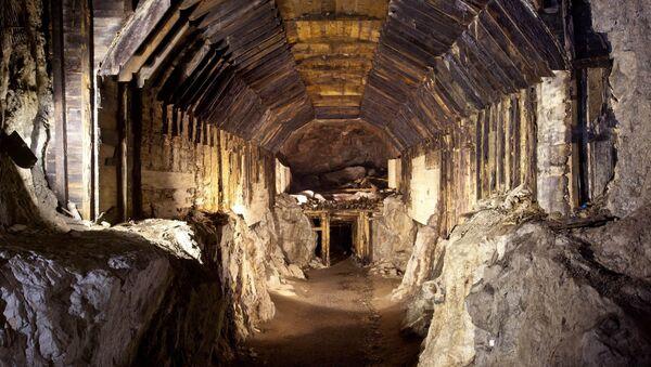 Parte del sistema subterráneo construido por la Alemania nazi en lo que hoy es Gluszyca-Osowka, Polonia (archivo) - Sputnik Mundo