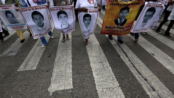 Fotos de 43 estudiantes desaparesidos - Sputnik Mundo