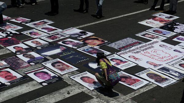 Mapa con imágenes de personas desaparecidas en México (archivo) - Sputnik Mundo