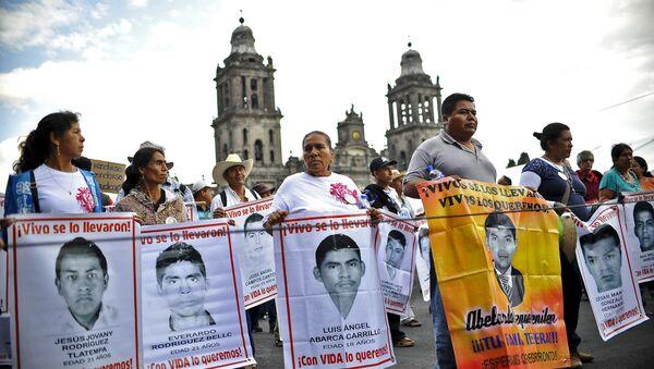 Demostración en memoria de desaparición de estudiantes en Iguala - Sputnik Mundo