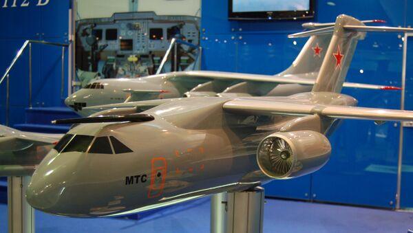 La maqueta del avión de transporte militar de clase media MTA, actualmente rebautizado Il-276 - Sputnik Mundo