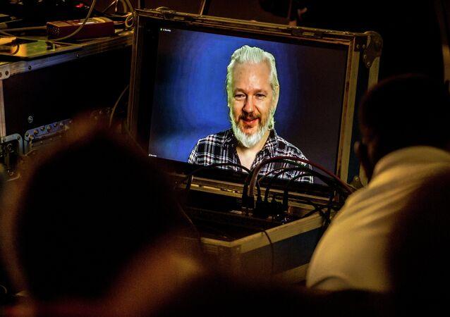 Julian Assange, fundador de WikiLeaks, durante una  videoconferencia