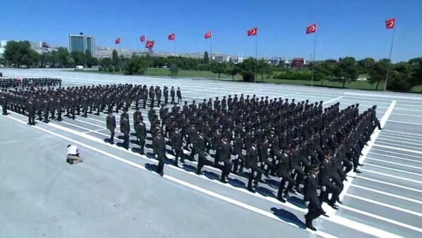 Turquía celebra un desfile militar - Sputnik Mundo
