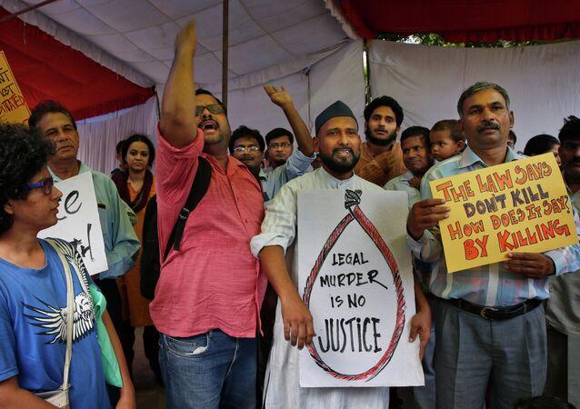 Manifestantes protestan contra ejecución de Yakub Abdul Razak Memon
