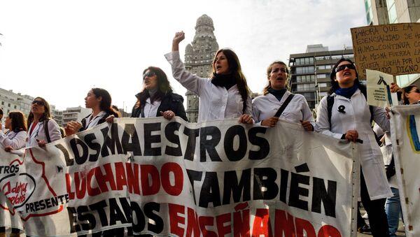 Los profesores protestan recortes de recursos - Sputnik Mundo