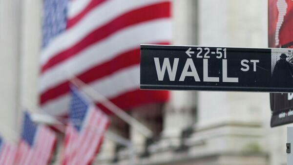 A Wall Street sign hangs near the New York Stock Exchange. - Sputnik Mundo