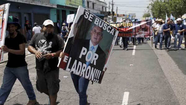 Presidente de Guatemala, acusado de corrupción, afirma que no renunciará - Sputnik Mundo