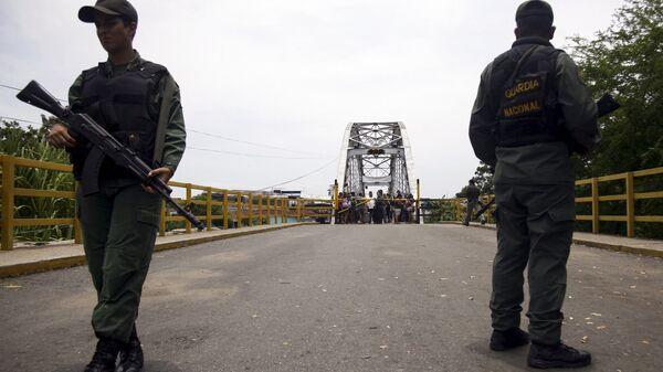 Militares venezolanos en la frontera entre Venezuela y Colombia (archivo) - Sputnik Mundo