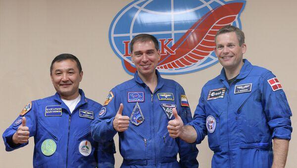 Cosmonautas Aydin Aimbétov, Serguéi Vólkov y Andreas Mogensen durante una rueda de prensa, el 1 de septiembre, 2015 - Sputnik Mundo