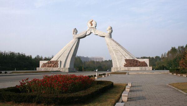 Arco de la Reunificación en Pyongyang - Sputnik Mundo