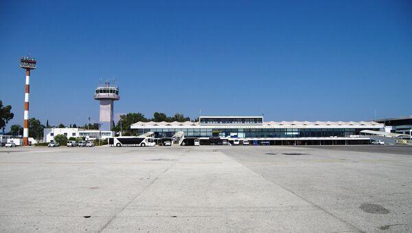 El aeropuerto de Corfú - Sputnik Mundo