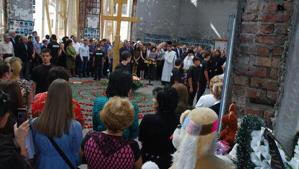 Homenaje a las víctimas del atentado terrorista en Beslán - Sputnik Mundo