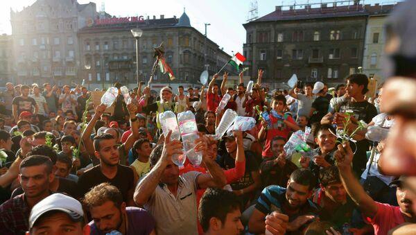 Migrantes en Budapest - Sputnik Mundo
